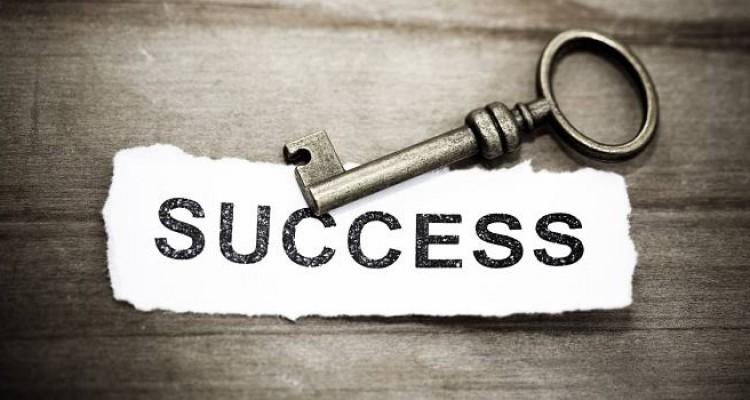Inspirasi Surat Al-'Ashr: Empat Ciri Orang Sukses
