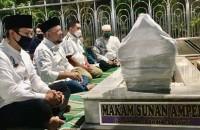 Berdoa di Makam Wali Syirik? Ulama Ahli Hadis Ternyata Malakukannya!